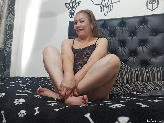 Watch  mature_sharon_19 live on cam at ImLive